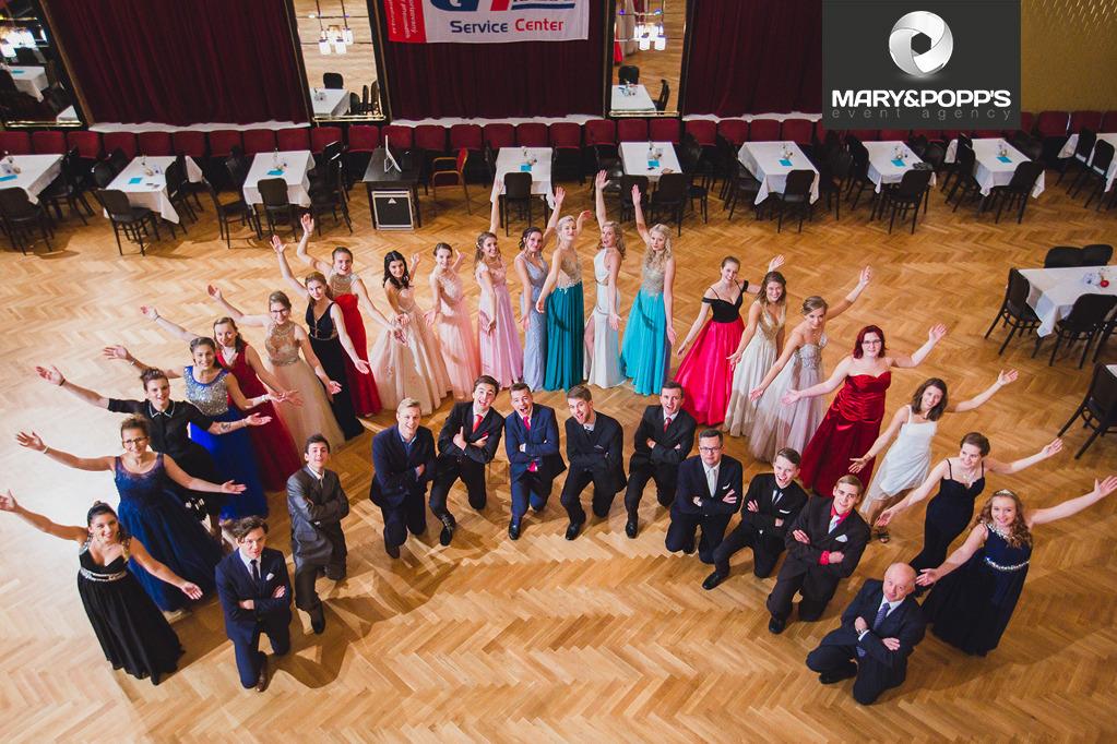 Co by nemělo chybět na maturitním plese!